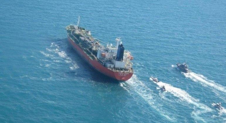 Guarda Revolucionária do Irã apreendeu navio-petroleiro de bandeira sul-coreana no Golfo Pérsico