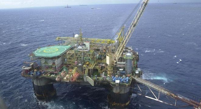 Petroleiros suspendem início de greve neste sábado (26)