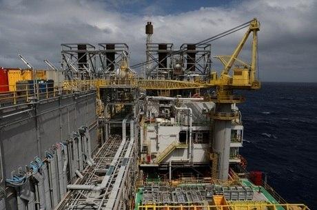 Coronavírus levou à queda dos preços do petróleo