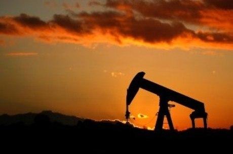 Petróleo Brent disparou mais de 3% nesta segunda