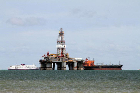 Sonda de petróleo no mar