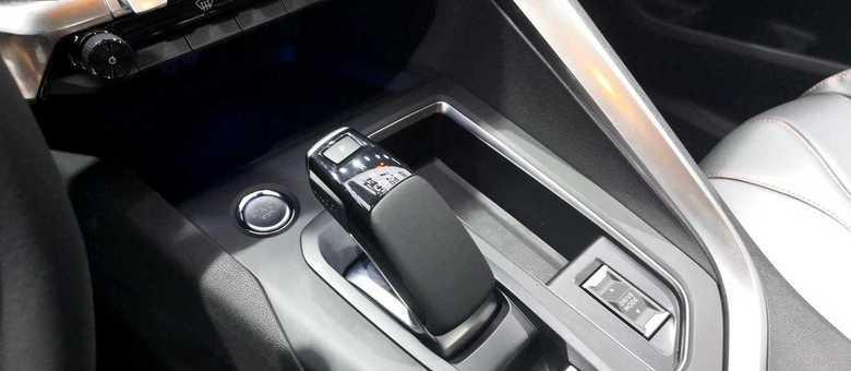 Console central mostra mudanças na alavanca de câmbio conforme o modelo chinês