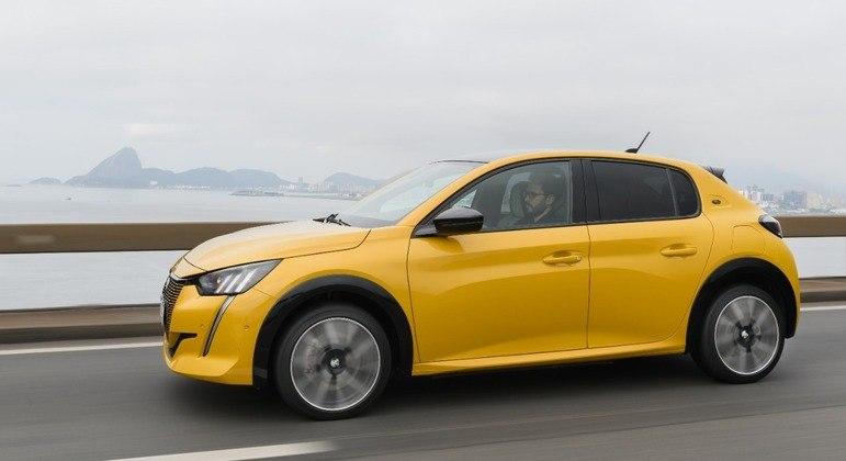Novo Peugeot e-208 GT conta com plug Type 2, para corrente alternada e plug CCS-2 para corrente contínua