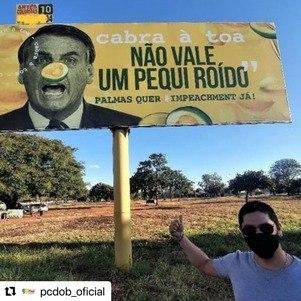 Outdoor sobre o presidente Jair Bolsonaro