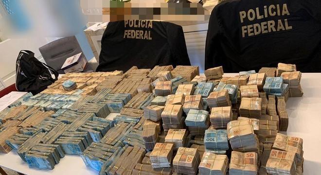 PF apreendeu grande quantidade de dinheiro na operação