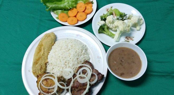 Os PFs brasileiros são grandes, calóricos e com pouca qualidade nutricional, diz pesquisadora da USP de Ribeirão Preto