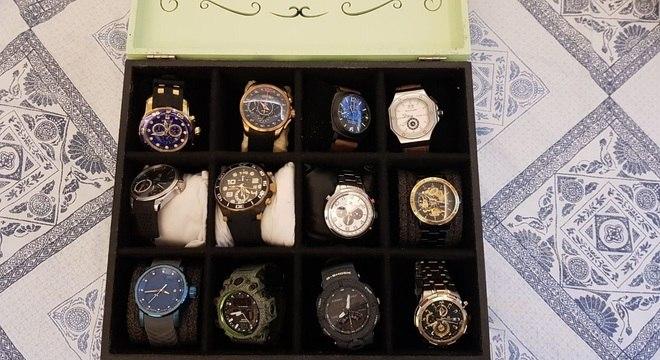 Polícia apreendeu caixa com relógios de luxo na Operação Pavo Real