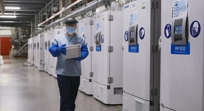 Vacina da BioNTech/Pfizer requer armazenamento a -70°C