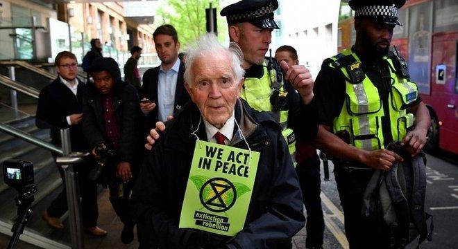 hil Kingston, 83, estava entre os manifestantes detidos em abril, em Londres