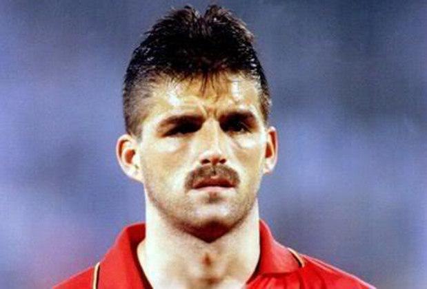 Philippe Albert: belga, Albert era defensor e participou das Copas do Mundo de 1990 e 1994. Os clubes onde ele teve maior destaque foram o Anderlecht e o Newcastle. Agora ele é comentarista de futebol na televisão belga.