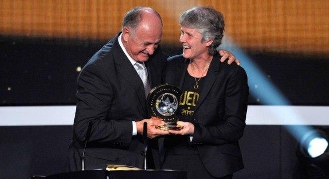 Pia foi escolhida a melhor treinadora  do futebol feminino no mundo, em 2012