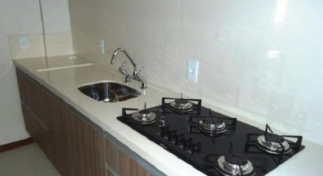 Pia de porcelanato cozinha com cooktop