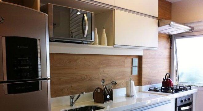 Pia de porcelanato cozinha pequena em apartamento