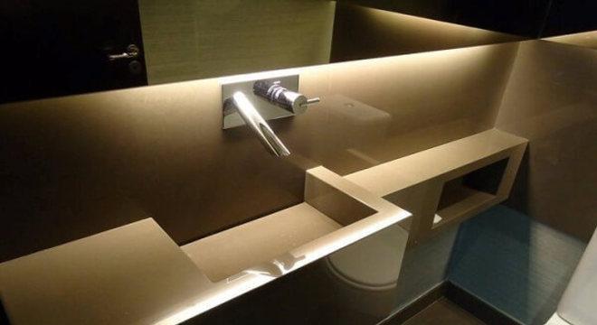 Pia de porcelanato para banheiro com cuba e nicho esculpidos