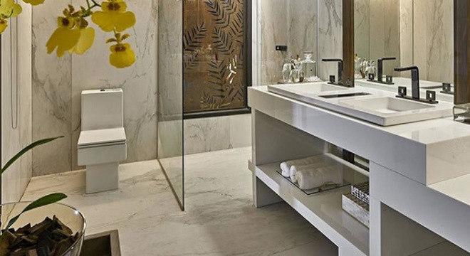 Pia de porcelanato para banheiro com torneiras modernas