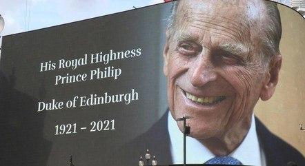 Em Londres, a praça Picadilly Circus colocou um outdoor em homenagem ao Duque de Edimburgo