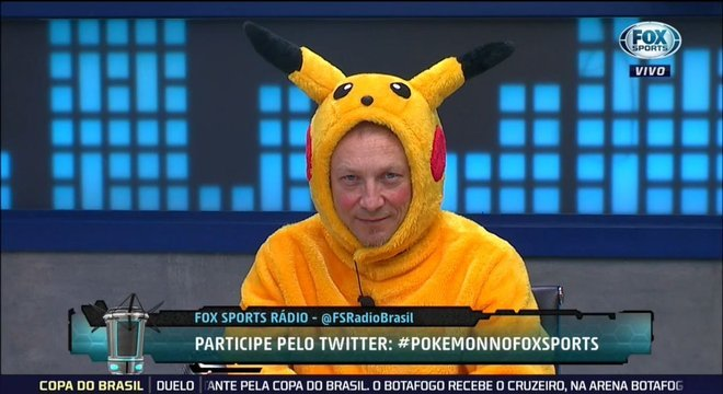 Sempre brincalhão, vestido de Pokemon, ao vivo, na TV