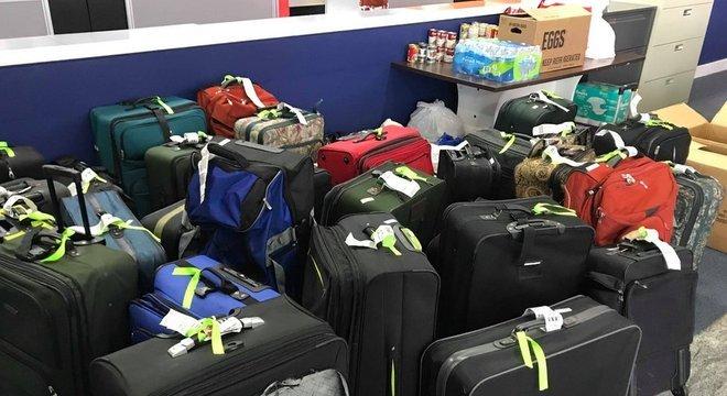 A companhia aérea isentou o pagamento da taxa de bagagem no voo
