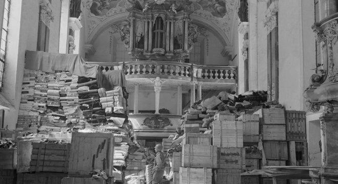 Saques alemães armazenados na igreja em Ellingen, Alemanha, encontrada por tropas dos EUA O destino do ouro