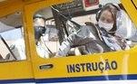 Para se formar como piloto agrícola, é necessário primeiro que passar pelo Curso de Piloto Privado (que permite pilotar por hobby pequenas aeronaves), seguido do de Piloto Comercial (que permite pilotar em empresas). Com estes cursos, ainda são necessárias no mínimo 370 horas de voo para entrar no curso da profissão de piloto agrícola