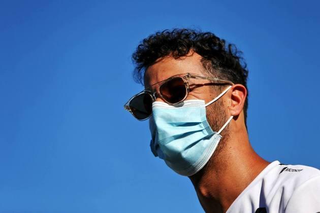 Piloto australiano não escondeu o sorriso mesmo vestindo máscara em Silverstone