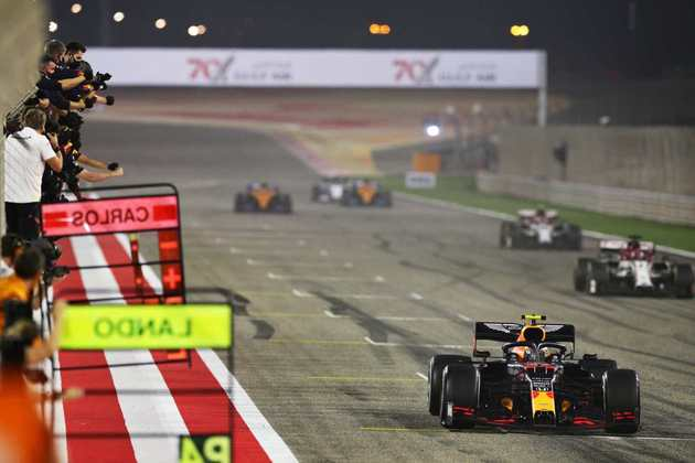 Piloto conquistou a posição após o abandono de Sergio Pérez.