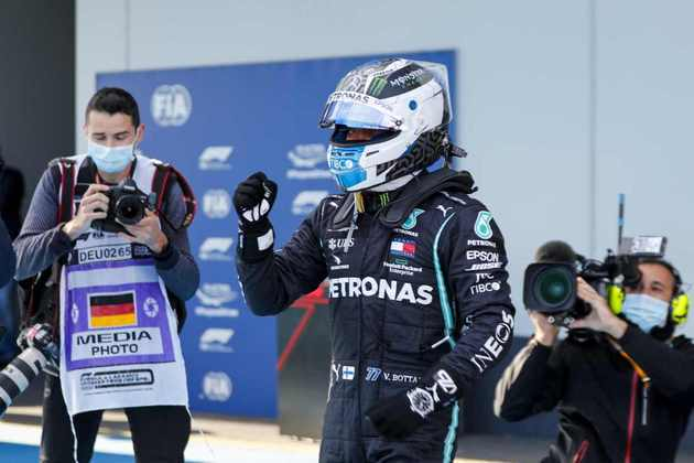 Piloto finlandês comemorou muito a 14ª pole-position da carreira na F1