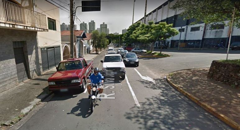Uma mulher foi morta a facadas na na Rua Silva Jardim, bairro Alto em Piracicaba (SP)