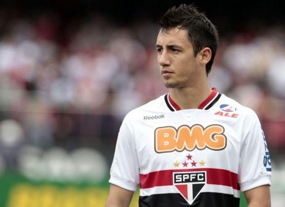 Piris - O lateral-direito paraguaio chegou em 2011 para tentar acabar com o problema na lateral-direita do São Paulo. Fez 42 partidas, e ficou conhecido por levar vários dribles de Neymar contra o Santos.