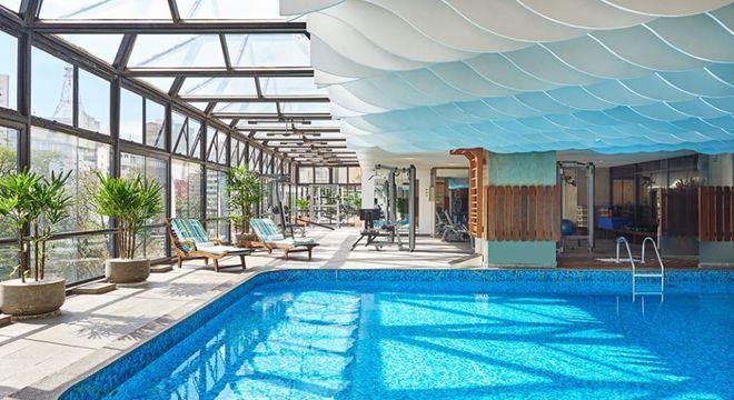 Na foto, piscina localizada no Maksoud Plaza Hotel, em São Paulo