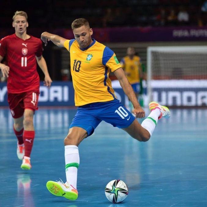 Na Copa do Mundo de Futsal, Pito marcou três gols e deu três assistências pelo Brasil