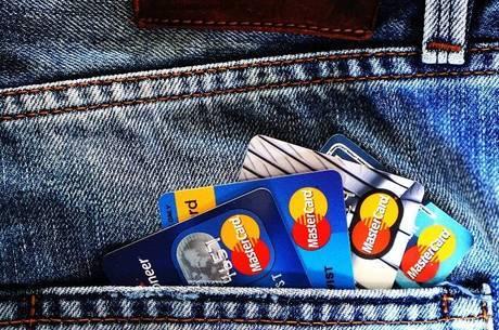 Cartão de crédito cobra juros mais altos do país