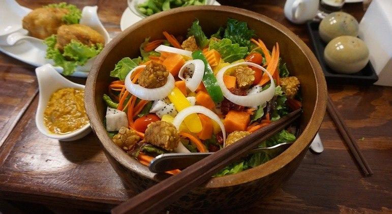 O setor de alimentação saudável, que inclui comida vegana e vegetariana, cresce em torno de 20% ao ano