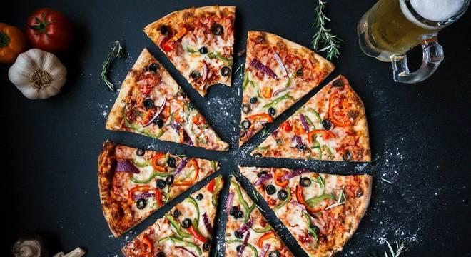Produtos para montar e servir suas pizzas em casa