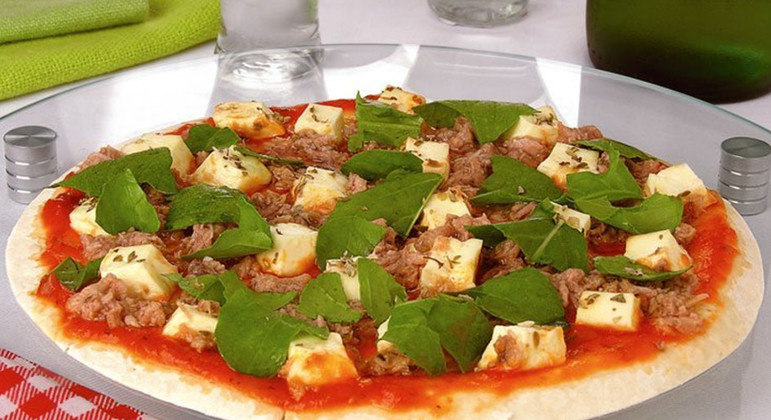 Pizza de frigideira com atum