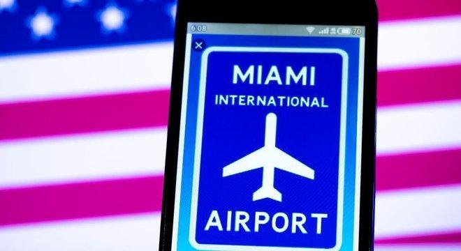 A quantidade de cubanos que chegaram aos EUA aumentou nesse último ano fiscal, mas caso de jovem achado entre as malas é excepcional