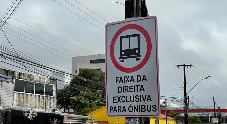 Placa faixa exclusiva ônibus