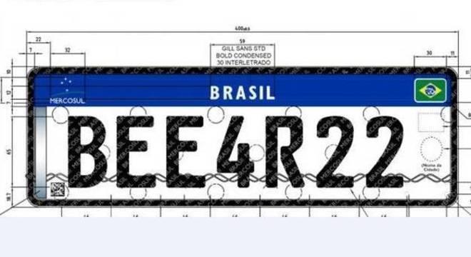 Novo modelo de placas têm quatro letras, três números e itens de segurança