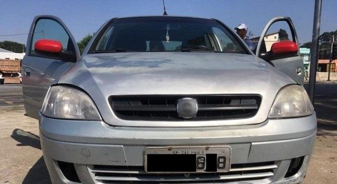 Uso de fita isolante para ocultar identificação de veículo é crime de trânsito