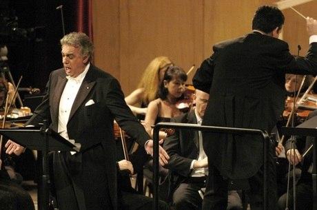 Mulher repetia ópera interpretada por Plácido Domingo