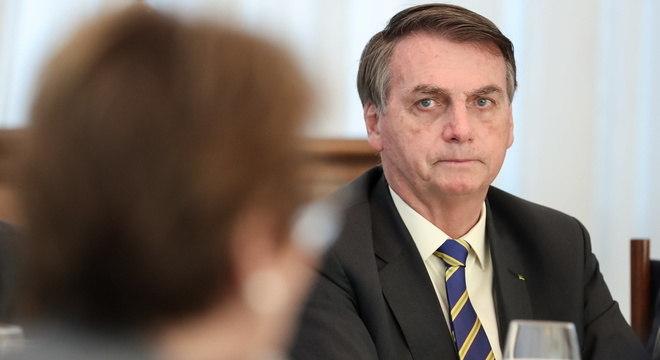 Quatro em cada dez aprovam presidente Bolsonaro, aponta CNT