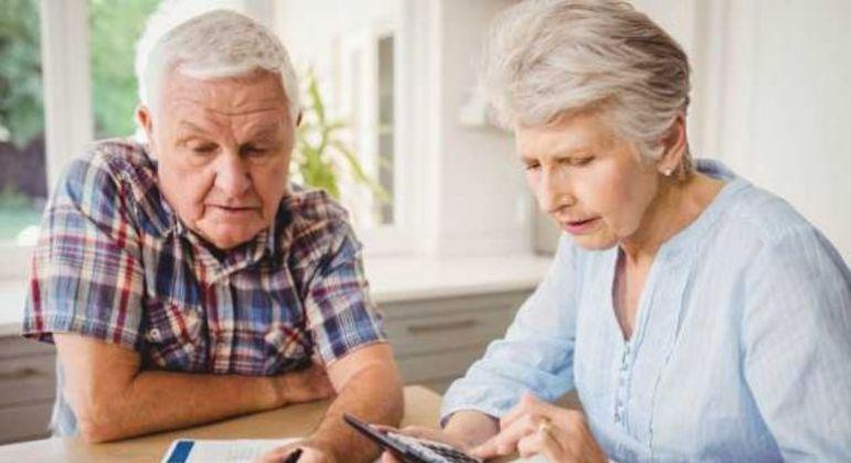 Aposentado e pensionista deve priorizar pagamento de dívida com parcela do 13º salário