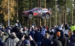 O planeta é maluco, a semana foi bizarra e oCampeonato Mundial de Rally emLaukaa, na Finlândia, proporcionou o clique acima. No carro daHyundai estavam o piloto Ott Tanak e ocopiloto Martin Jarveoja