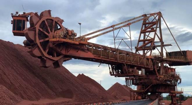 O governo federal lança o PMD (Programa Mineração e Desenvolvimento)