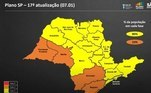 O governo de São Paulo adiantou a reclassificação do Plano São Paulo, criado para controlar a disseminação de covid-19 no estado, para esta sexta-feira (15). Na sexta-feira (8), quando foi anunciada a primeira atualização do plano deste ano, o governo e os membros do Centro de Contingência da Covid-19 haviam dito que novas orientações seriam anunciadas no dia 5 de fevereiro. Mas, em função do avanço da covid-19 em todo o Estado, a reclassificação foi antecipada.