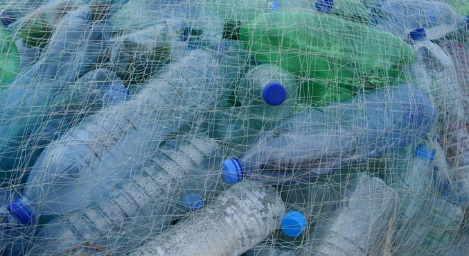 Fabricantes europeus concordam em incorporar 30% de plástico reciclado nas embalagens