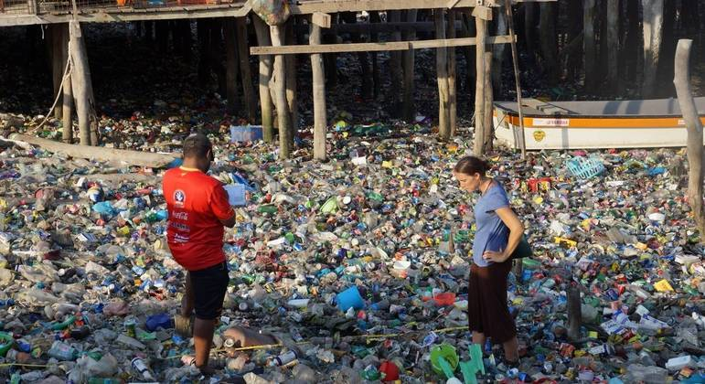Plástico se tornou um dos maiores inimigos para a proteção dos oceanos