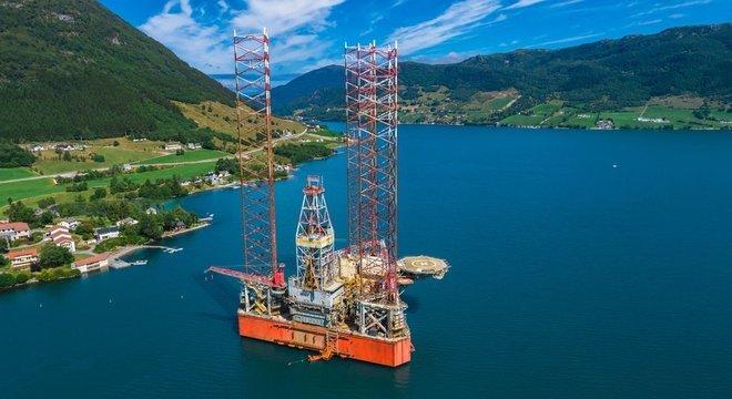 Plataforma próximo a Olen, na Noruega: parte do lucro do petróleo do país foi destinado a um fundo social
