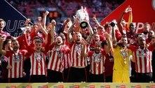 Brentford ganha playoff e volta à Premier League após 74 anos