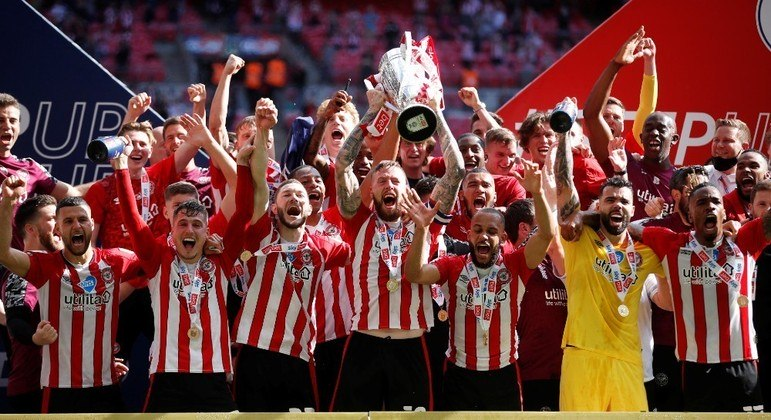 Clube volta à elite inglesa após 74 anos